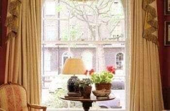 Гостиная оформления шторами